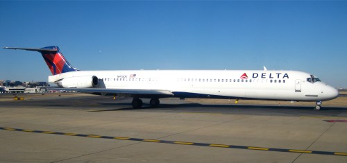 Delta MD-88, type of plane where the battery caught fire