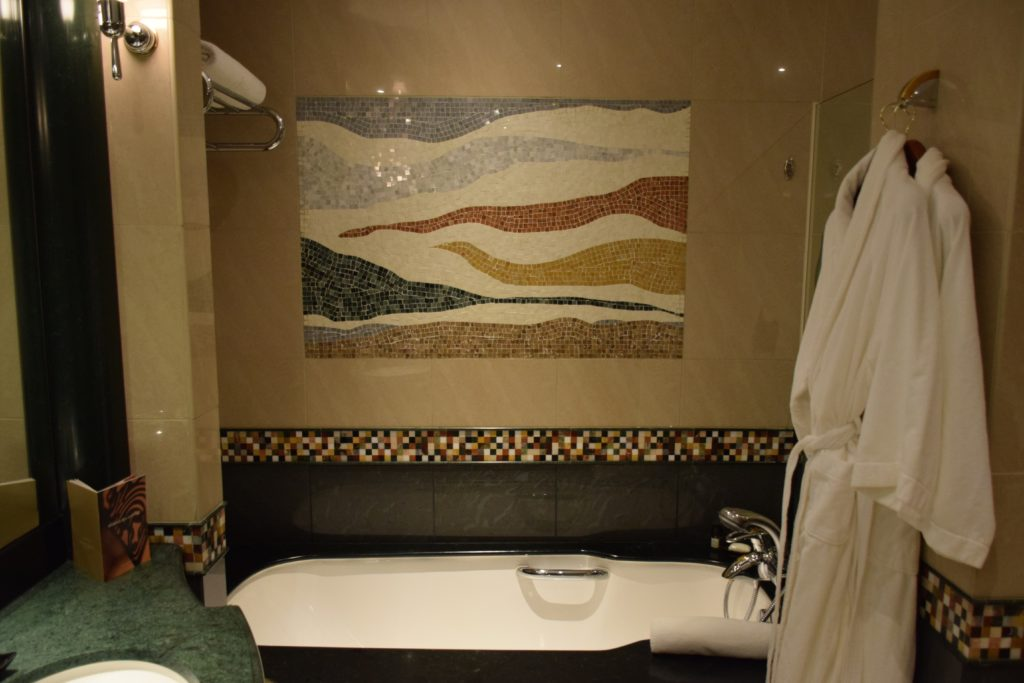 Grand Hyatt Dubai Grand King Room - Soaking Tub