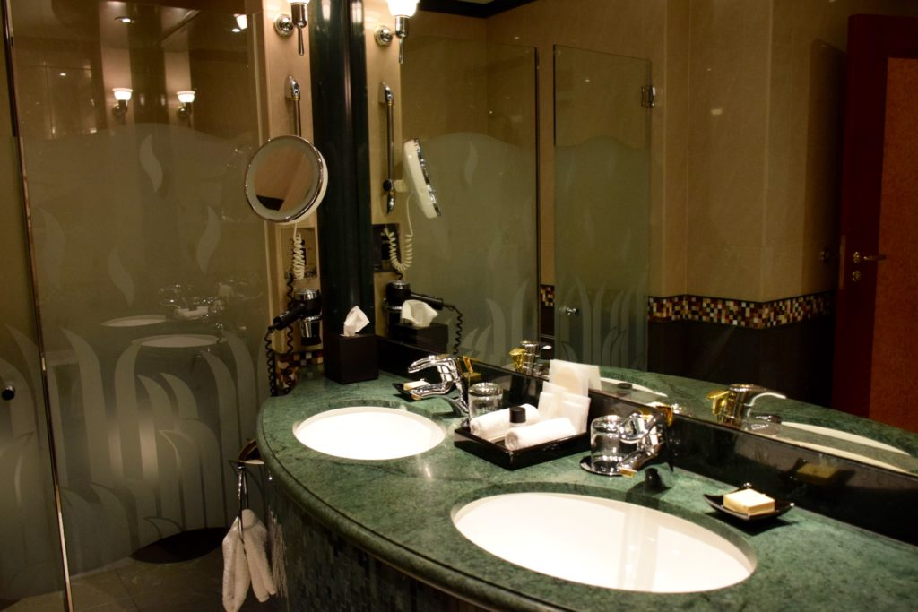 Grand Hyatt Dubai Grand King Room - Bathroom