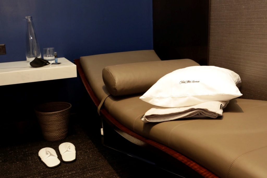 United Polaris Lounge Chicago O'Hare Day Bed. Source: United
