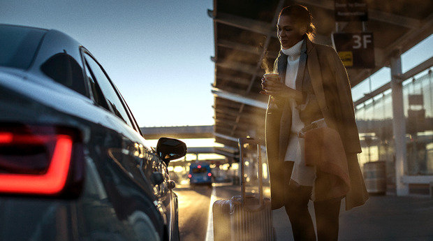 Get $25 off a Lyft Premier ride to/from selected airport. Photo from Gilt.