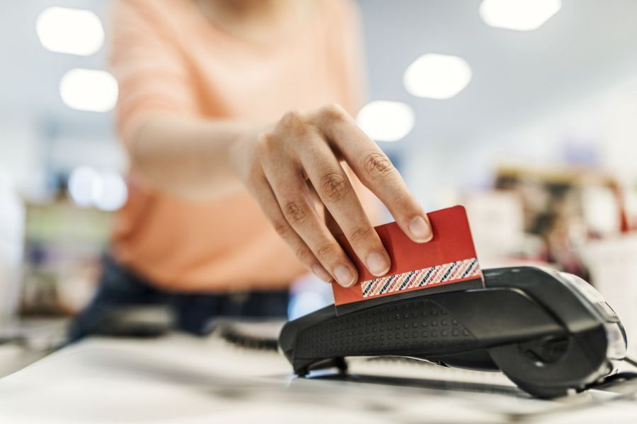 PointofSale Swiping credit card through terminal Chip card vs. magnetic stripe card