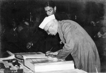 jawaharlal_nehru_signing_indian_constitution