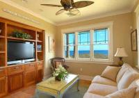 Honu Lae guest house oceanfront living room