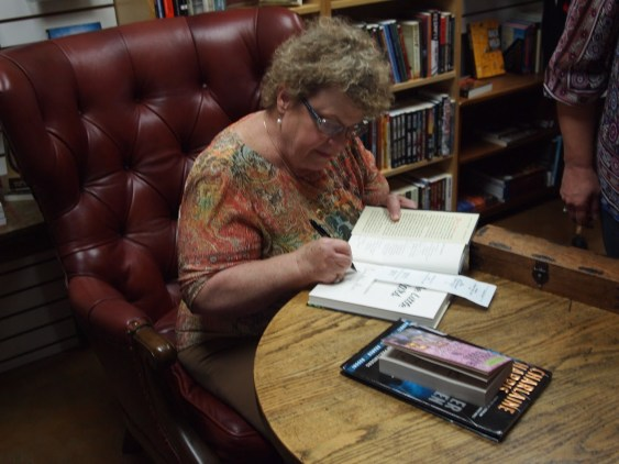 charlaine-signing-books