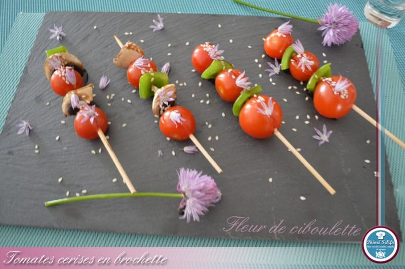 Mini_brochettes_tomates_cerises_fleur_ciboulette_1
