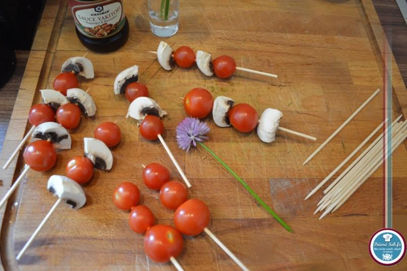 Mini_brochettes_tomates_cerises_fleur_ciboulette_prepa2