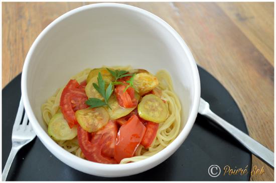 nouilles-jaunes-saveurs-asiatiques-aux-petits-legumes