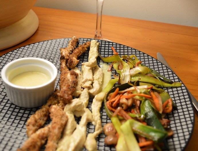 Aiguillettes de poulet panné, citron moutarde et poêlée de petits légumes caramélisés sauce soja