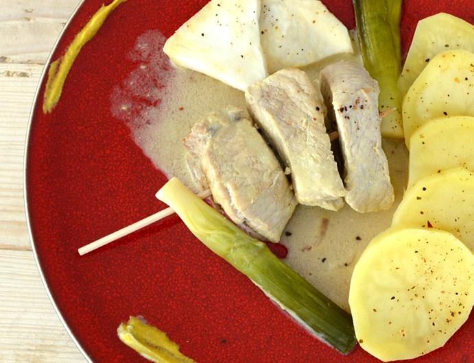 Brochette de veau sauce vin blanc moutarde et légumes vapeurs