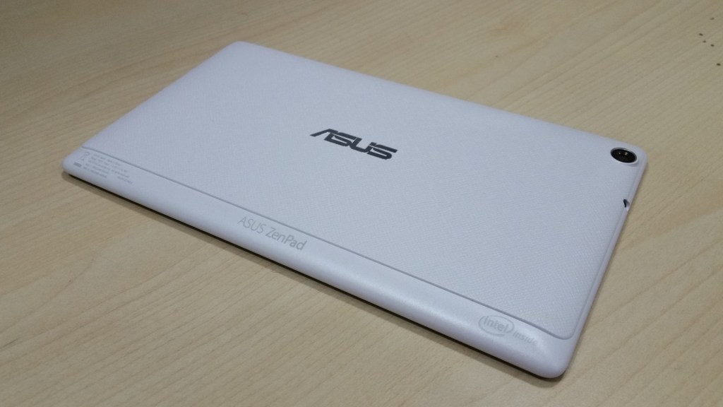 The Asus Zenpad C 7.0 still has he same grip at the back