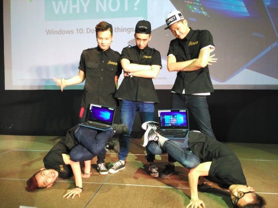 Dancers with the Acer Aspire R11