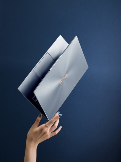[CES2019] ASUS ZenBook S13 UX392 with the World's Thinnest Display Bezels 16