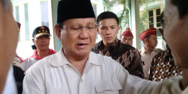 Prabowo Subianto, Calon Presiden Indonesia periode 2019 dengan nomor urut 02 ini mengklaim bahwa harga beras dan harga daging ayam di Indonesia, Terlalu Tinggi bahkan menjadi yang tertinggi di dunia.
