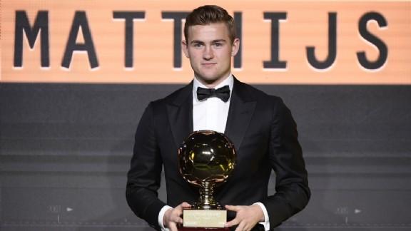 Barcelona Masih Terus Berupaya Rekrut Kapten Ajax Amsterdam