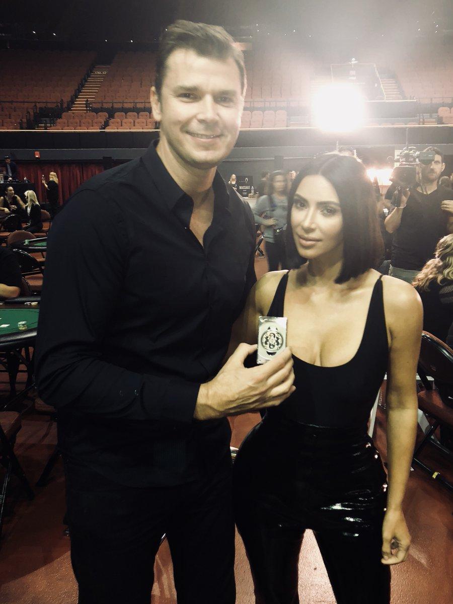 Kim Kardashian Playing Poker : kardashian, playing, poker, Kardashian,, Hellmuth, Bitcoin, Steal, Charity, Poker, Event