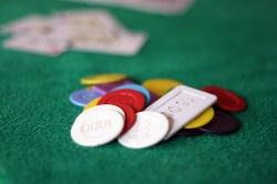 typen poker tisch pokertisch karten viereckig chips