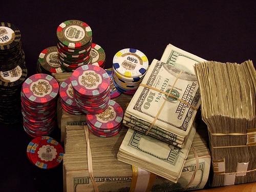 Cách chơi Poker chuyên nghiệp để không bị bể bankroll