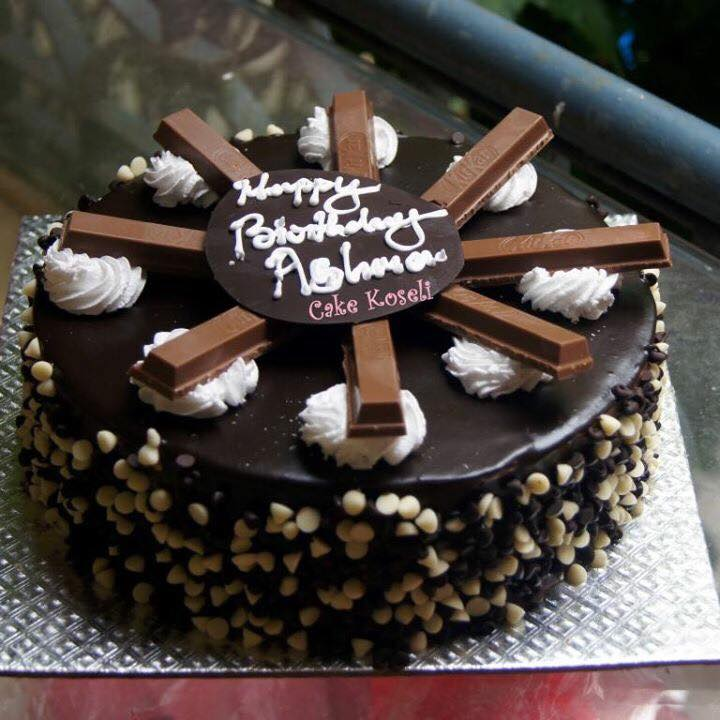 Choco Chips With Kitkat Black Forest Cake Online Pokhara Cakes And
