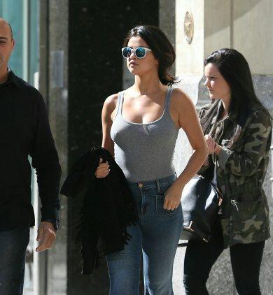 Selena gomez pecho desnudo