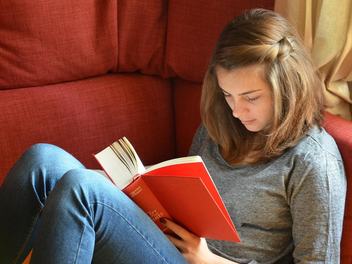 Picture of teen girl reading