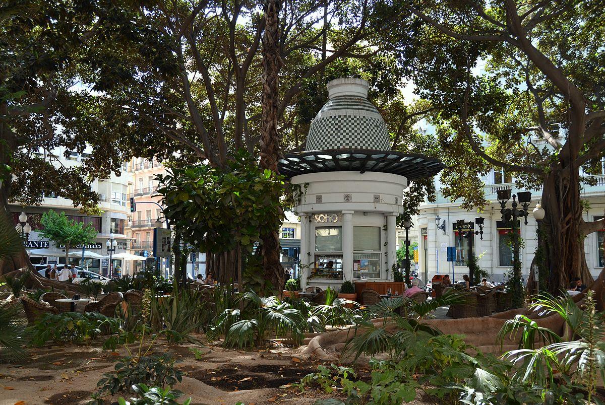 Co zwiedzić w Alicante - Plaza Portal de Elche
