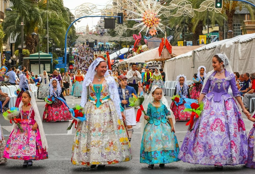 Co zwiedzić w Alicante - Hogueras de San Juan