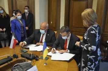 ministri_finansiv_ukraini_ta_polshchi_pidpisali_spilnu_deklaratsiiu_pro_namiri_obminiuvatisia_informatsiieiu_u_sferi_opodatkuvannia-3