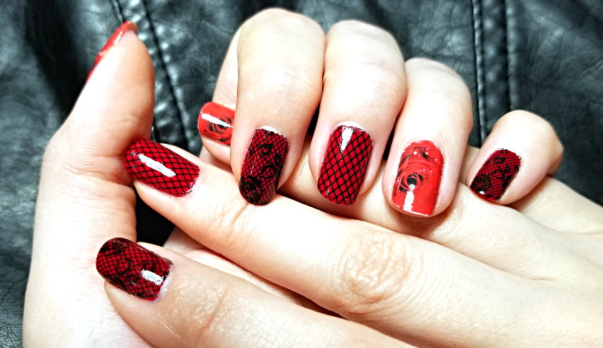 Polar Bear Style Red Roses Black Lace Nails