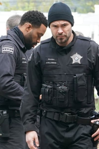 Head in the Game - Chicago PD Season 8 Episode 16