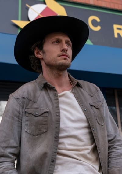 Looking Out - Roswell, New Mexico Season 3 Episode 1