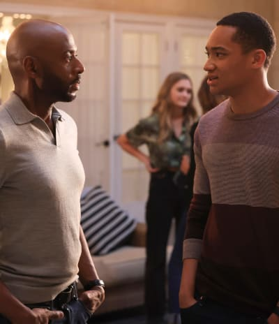 Chatting Before Dinner - tall - A Million Little Things Season 4 Episode 1