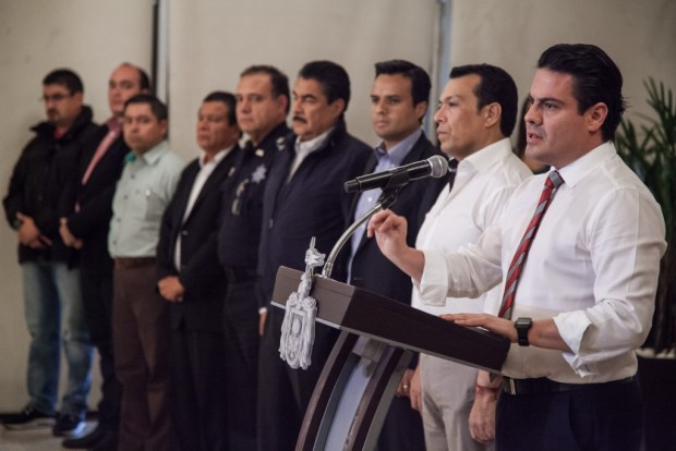 Jorge Aristóteles Sandoval Días, gobernador de Jalisco, en rueda de prensa sobre los narcobloqueos.