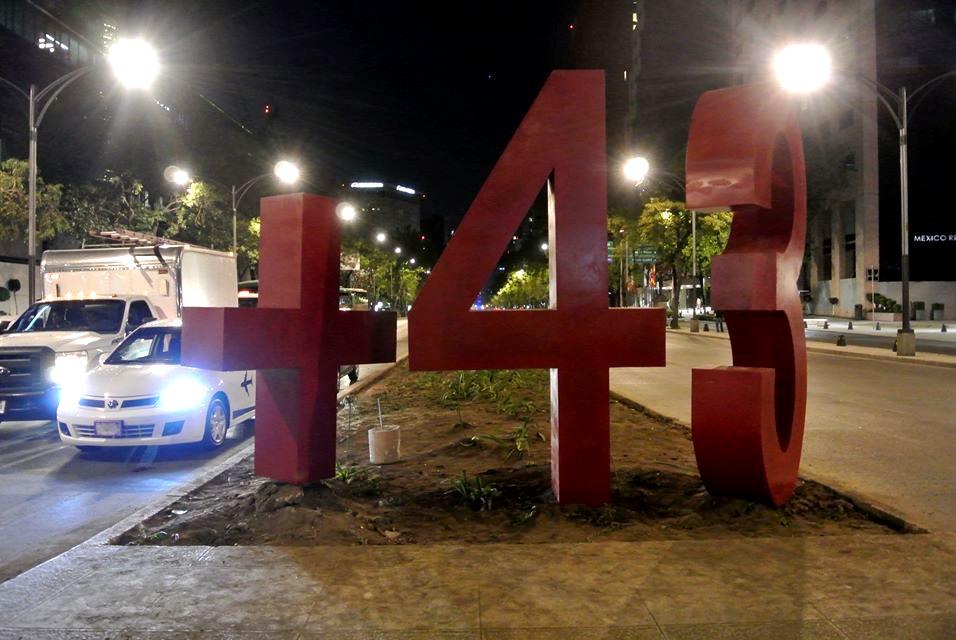 Antimonumento +43 en Paseo de la Reforma. Foto: Especial