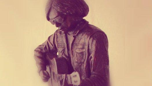 Rockdrigo vive, vuelve a Tampico y regala guitarra y boceto