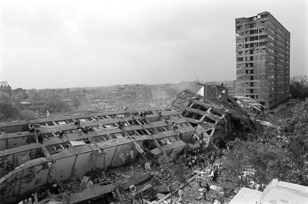 Edificio Nuevo León en Tlatelolco el 19 de septiembre de 1985. Foto: Marco Antonio Cruz