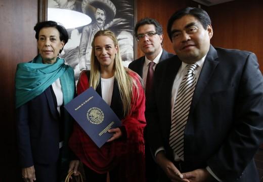Lilian Tintori con senadores del PRD.