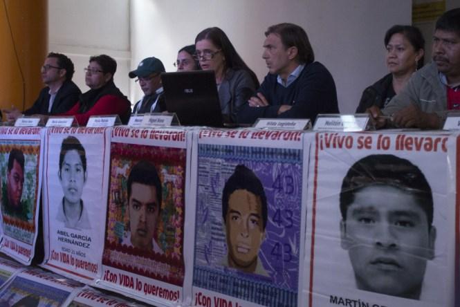Conferencia del Equipo Argentino de Antropología Forense sobre el informe final del basurero de Cocula, Guerrero.