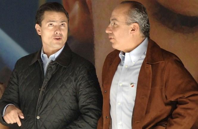Peña Nieto, entonces gobernador del Estado de México, con Felipe Calderón. Foto: Miguel Dimayuga/Internet
