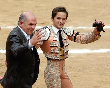El arquitecto Javier Sordo Madaleno con el torero Juan Pablo Llaguno.