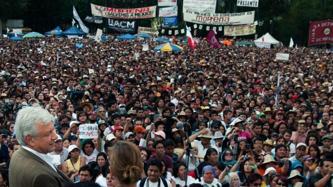 AMLO en Tlatelolco durante la campaña de 2012. Foto: Eneas/Flickr