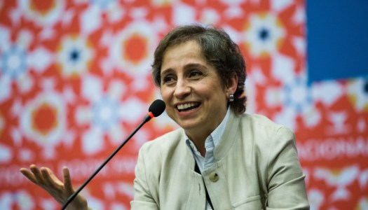 Crónica de cuando Aristegui habló con jóvenes y llenó un gigante auditorio en la FIL