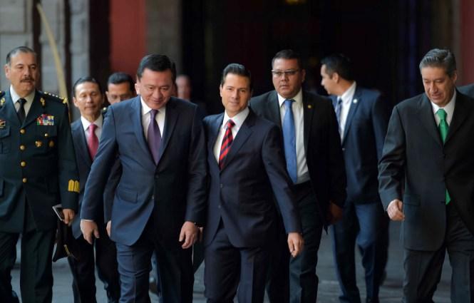 Miguel Ángel Osorio Chong y Enrique Peña Nieto. Foto: Especial
