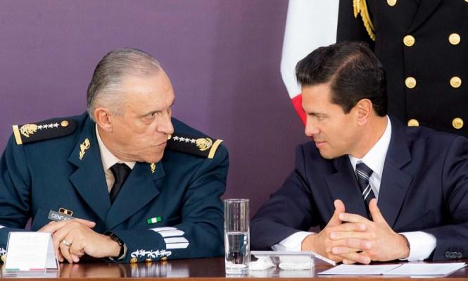 El titular de la Sedena, Salvador Cienfuegos y Enrique Peña Nieto. Foto: Especial