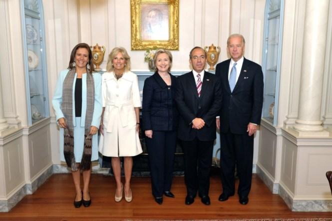 Margarita Zavala y Felipe Calderón con Hillary Clinton.