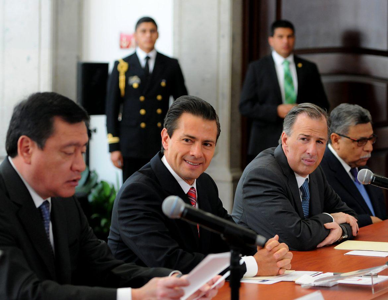 Miguel Ángel Osorio Chong, Enrique Peña Nieto y José Antonio Meade. Foto: Especial