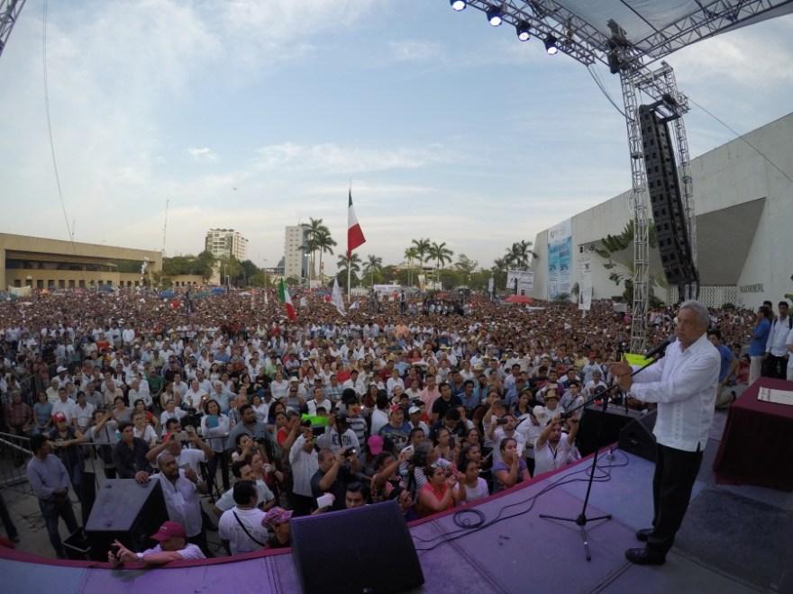 AMLO en el mitin realizado en Tabasco donde se firmó el Acuerdo de unidad. Foto: Especial