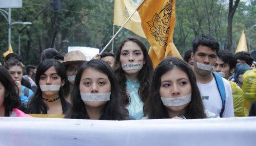 A 50 años, los silencios rebeldes de ayer y hoy se unen en una marcha