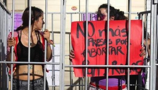 Amnistía a 3 mil mujeres presas por abortar, propone senadora de Morena