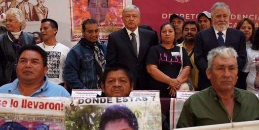Lo que EPN no hizo con Ayotzinapa en 4 años, AMLO lo realizó en un día